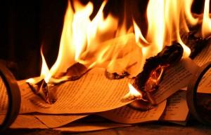 esto es sólo una imagen de unos libros ardiendo